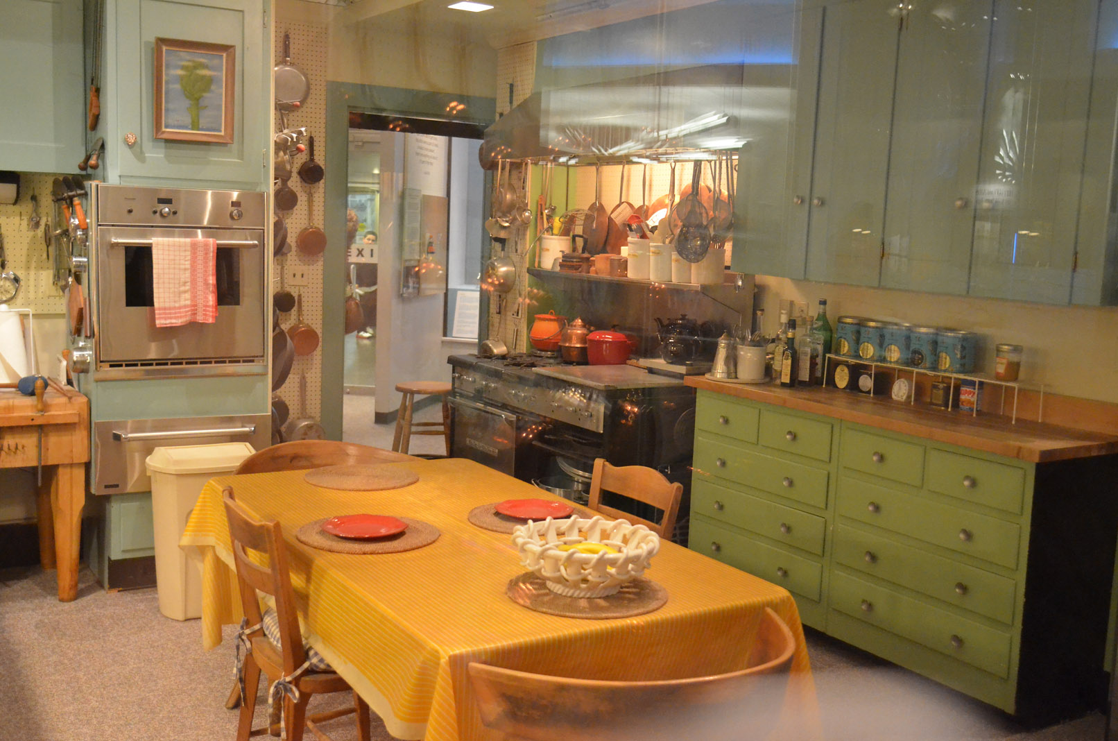 Bon app tit julia child s kitchen at the smithsonian Kitchen setting pictures